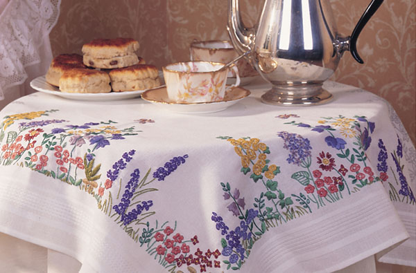 EMBROIDERY_0001_spring tablecloth
